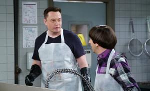 Elon Musk och Simon Helberg i ett avsnitt av the Big Bang Theory från 2007.